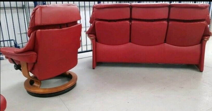 ekornes-stressless-red-3-seat-recliner-1-x-chair-recliner-and-stool-big-0